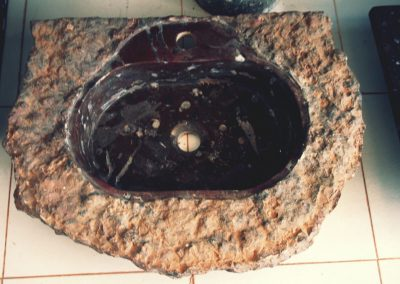Basin with fossil inserts